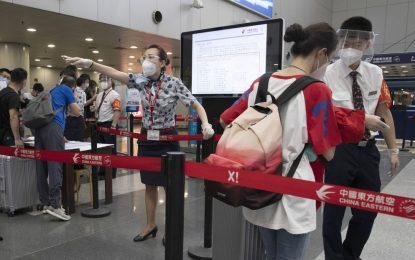 Viaja a China de EE.UU. y contagia con coronavirus a más de 70 personas tras usar el ascensor de su casa