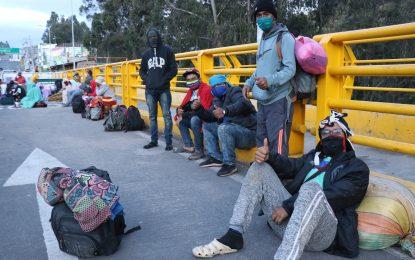 La falta de comunicación entre Colombia y Venezuela, tiene a 20 mil personas del vecino país, varadas