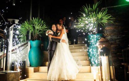 Santiago Arias responde molesto a mujer que justificó críticas a su esposa por 'kilos de más'