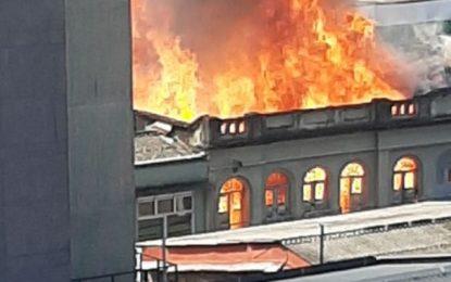 Grave incendio se registra en centro de Pereira