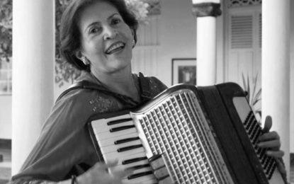 'Sin dejar una huella', el nuevo sencillo de la maestra  Rita Fernández