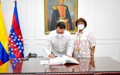 Gobernador Caicedo posesiona  a primera secretaria de la Mujer en el Magdalena