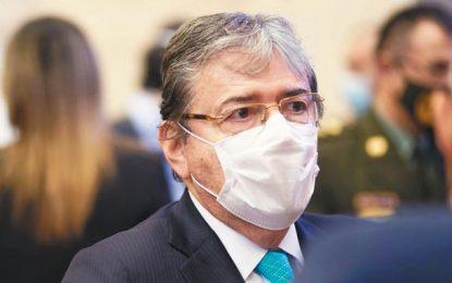 Estable Ministro de Defensa, sigue en UCI del Hospital Militar Central