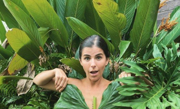 María Fernanda Yepes sorprende con foto en toples para contar que se casa