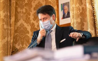 Primer ministro italiano, Giuseppe Conte, renuncia a su cargo