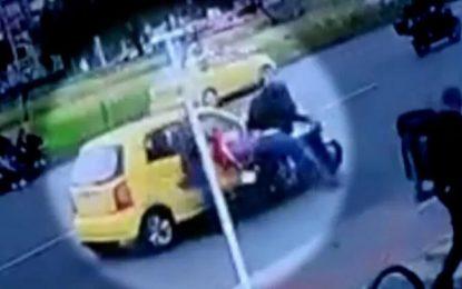 VIDEO: Fleteros asesinan a taxista que los estrelló durante un robo