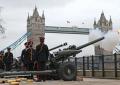 Reino Unido rinde tributo al príncipe Felipe con salvas de cañón