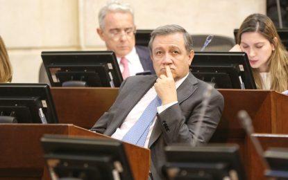 Ernesto Macías pide oficialmente que Tomás Uribe sea candidato presidencial