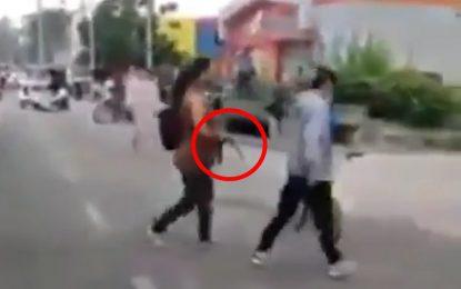 Con correa en mano, madre de joven marchante lo sacó de la protesta en Malambo