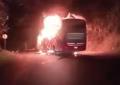 Reportan 9 vehículos quemados en la vía que comunica Antioquia con la Costa Caribe