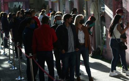 MinSalud descarta volver a decretar cuarentena a pesar del pico de contagios y crisis de UCI