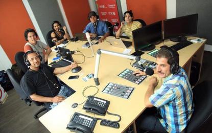 La historia del exguerrillero que pasó de la emisora de las Farc a la Radio Nacional