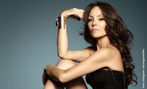 Carolina Gómez muestra su belleza 'al natural' mientras posa en bikini