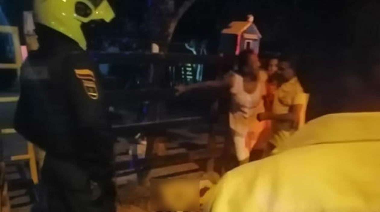 Frente a su residencia asesinan a un hombre: llegaron dos sicarios y lo mataron - Noticias de Colombia