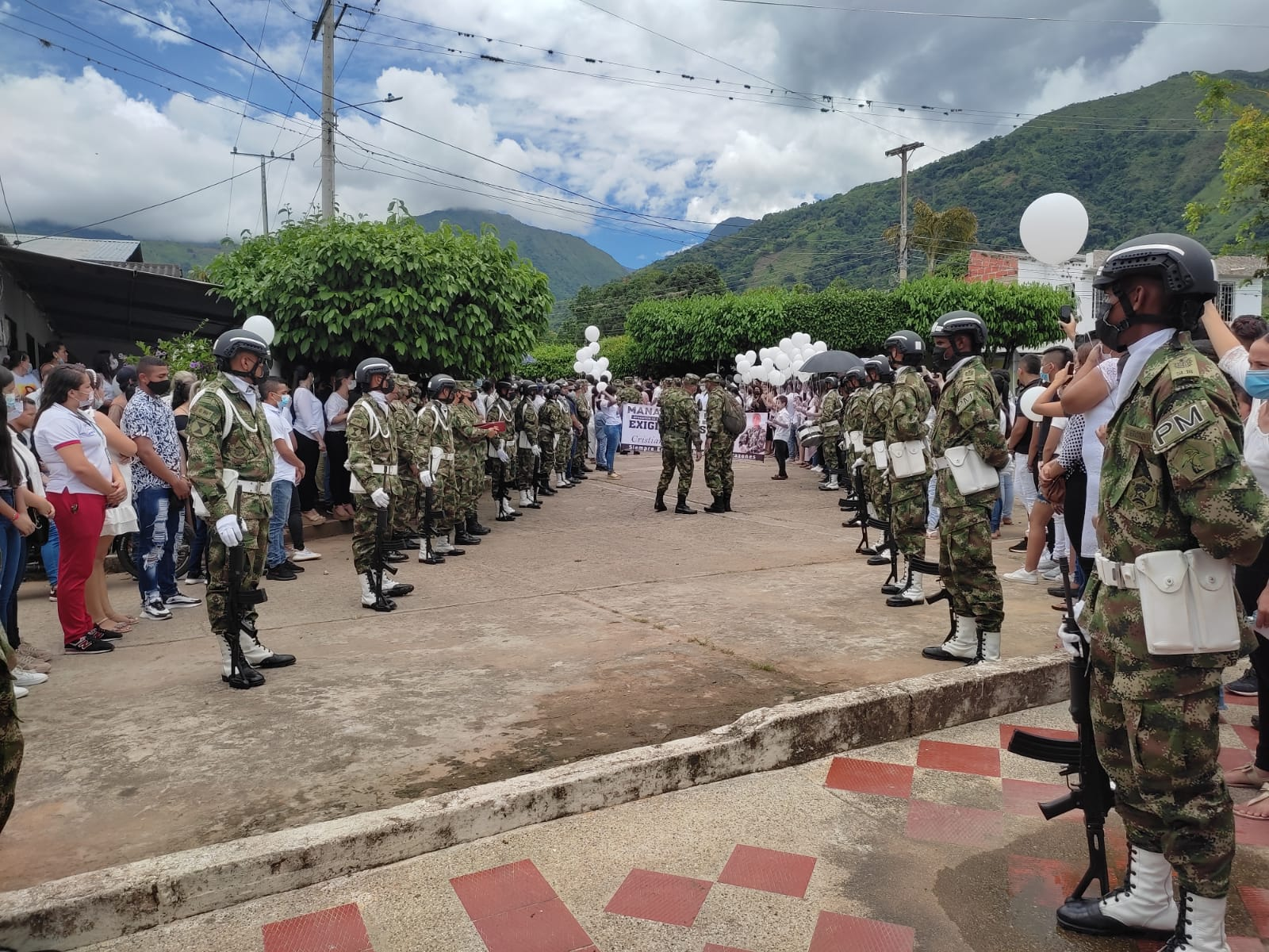 Sentido adiós en Manaure al subteniente Cristián Calderón - Noticias de Colombia