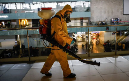 Rusia inició confinamiento con otro doble récord de muertes y contagios
