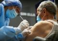 Mayores de 70 años pueden recibir su tercera dosis de la vacuna sin agendamiento